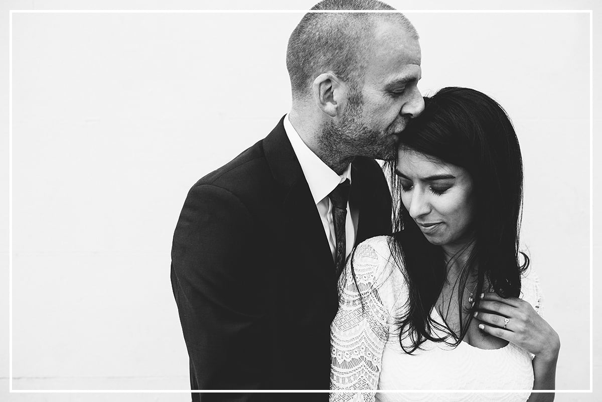london-wedding-photographer-islington-town-hall-easton-pub-wedding-18